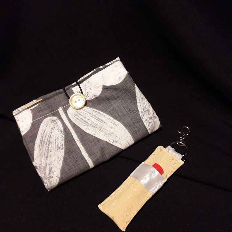 Fold away shopping bag and matching keyring