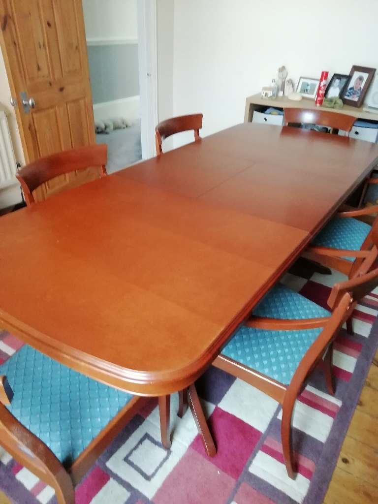 Extending table 6 chairs
