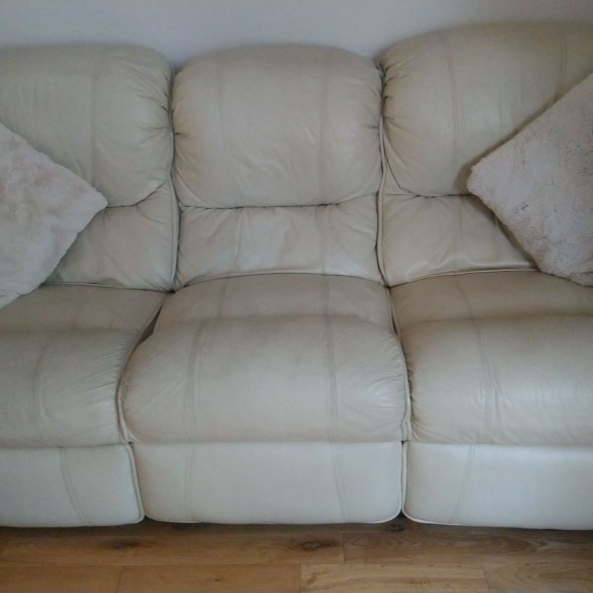 Cream leather electric reclining sofas, 3 seater + 2 seater