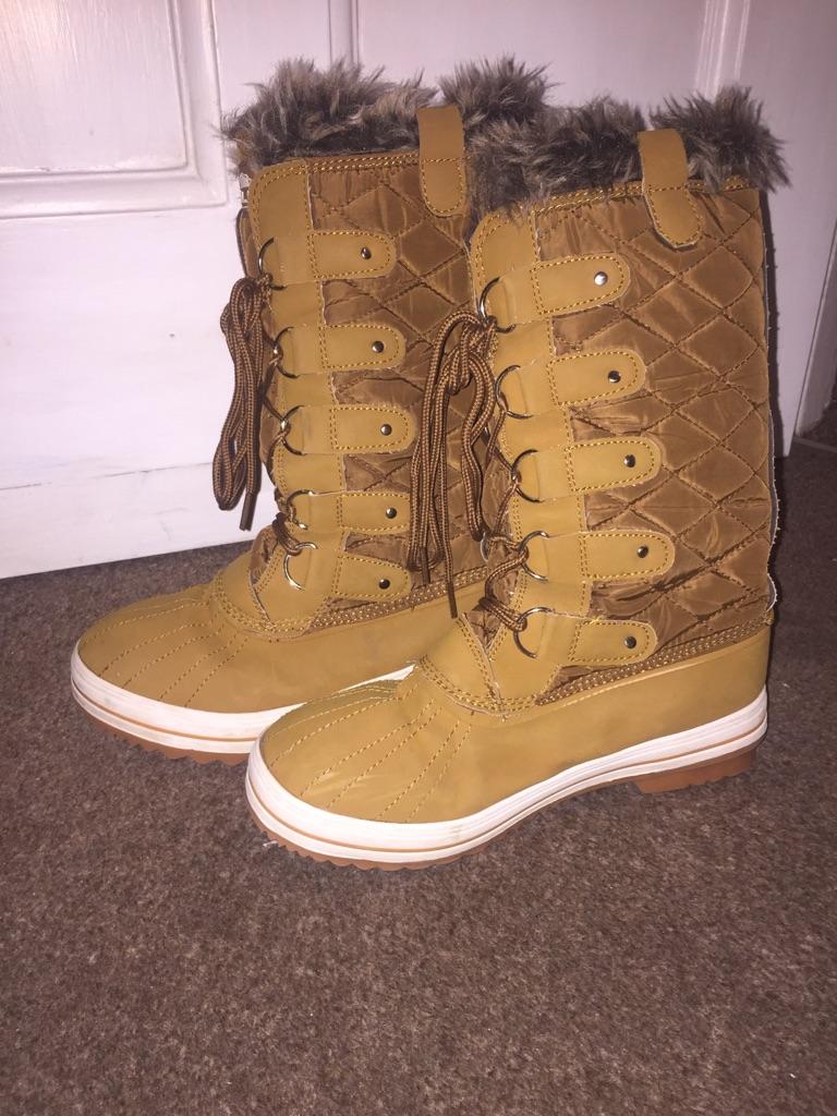 Winter warm cosy Polar stylish snow boots size 6