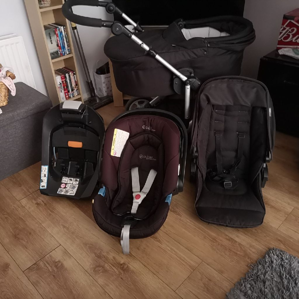 Mamas and papas travel system with isofox