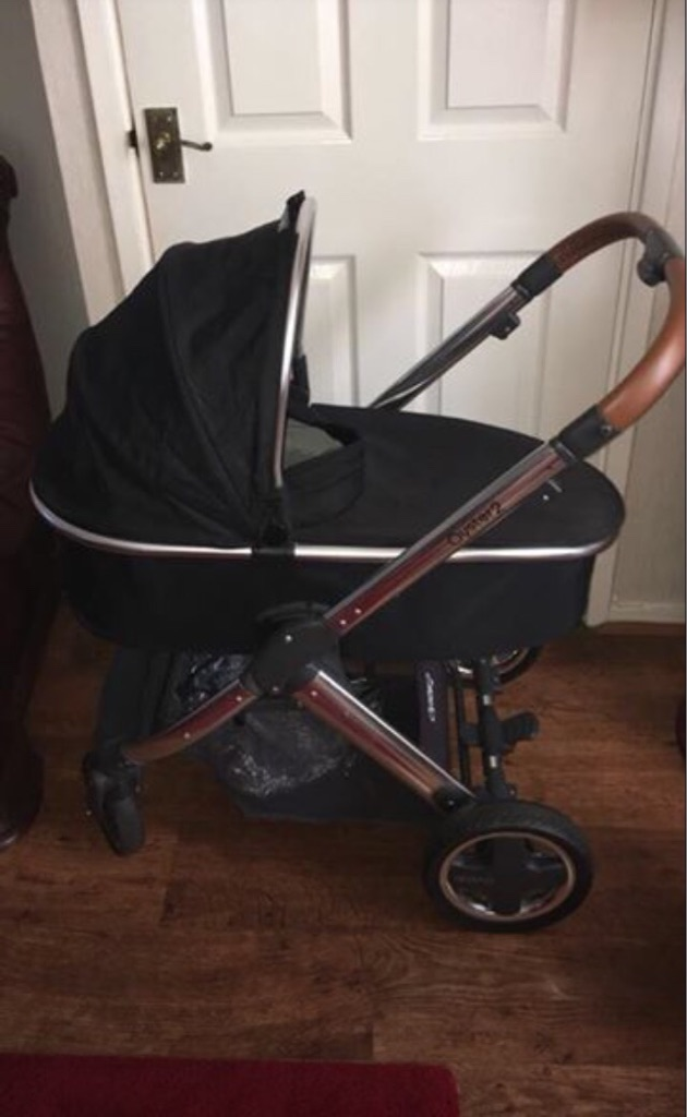 Black Oyster 2 Carrycot/Push Chair, Mirror Finish With Tan Handle.