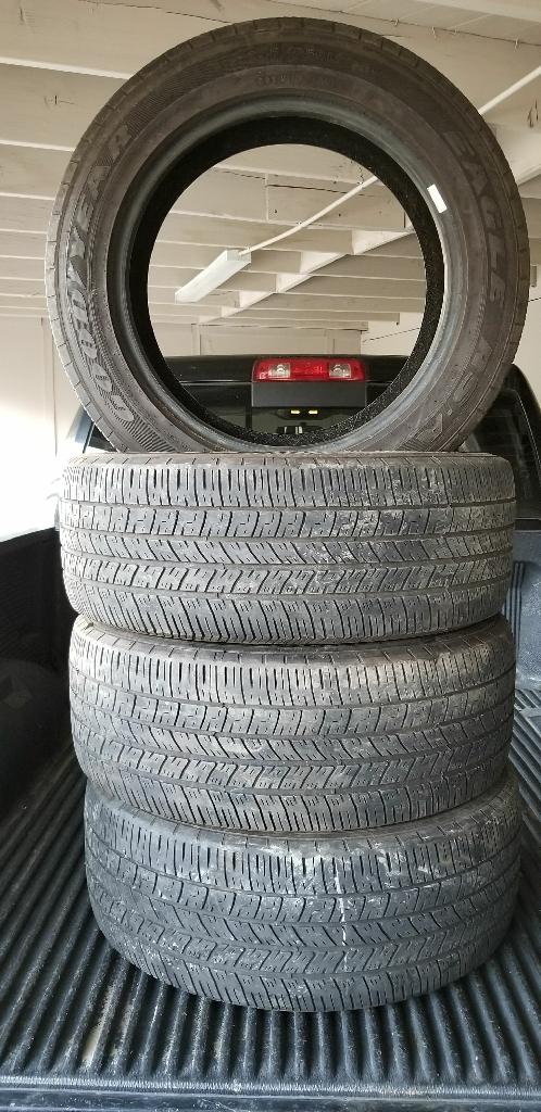 Size:245-55-18 GOODYEAR tires en buenas condiciones BONITAS Y BARATAS 👌🙄