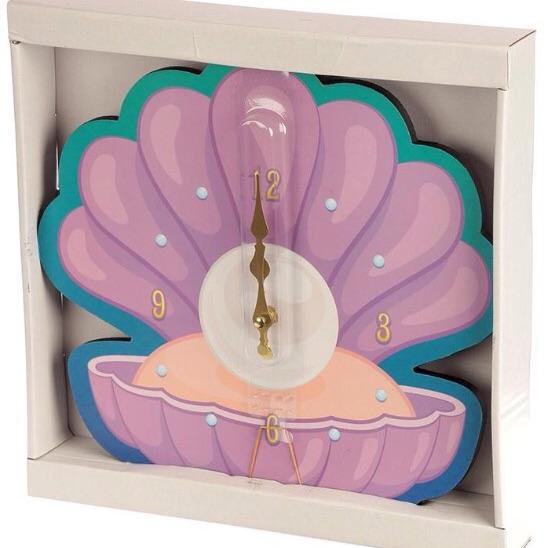 Shell shaped wall clock