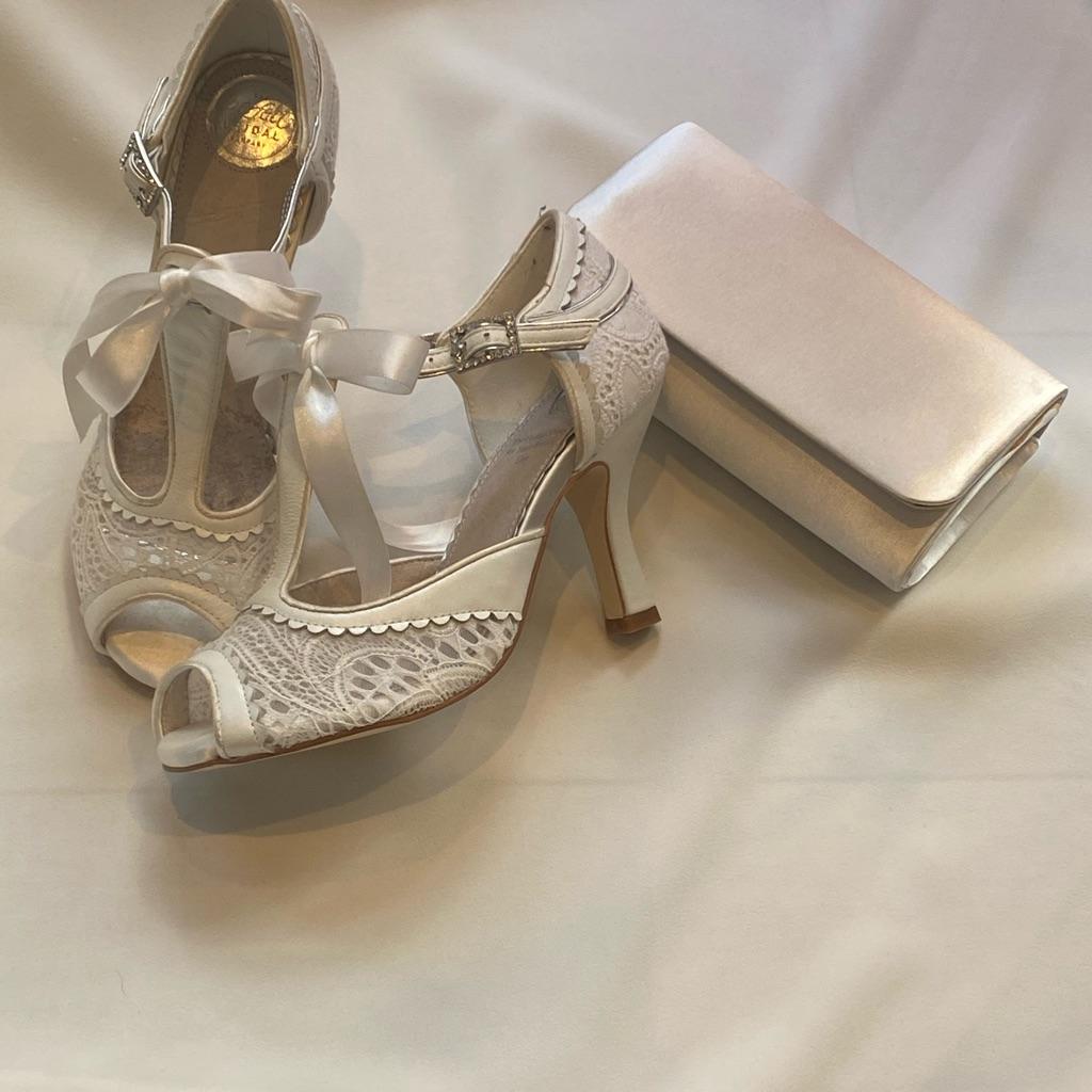 Perfect vintage peep toe shoes