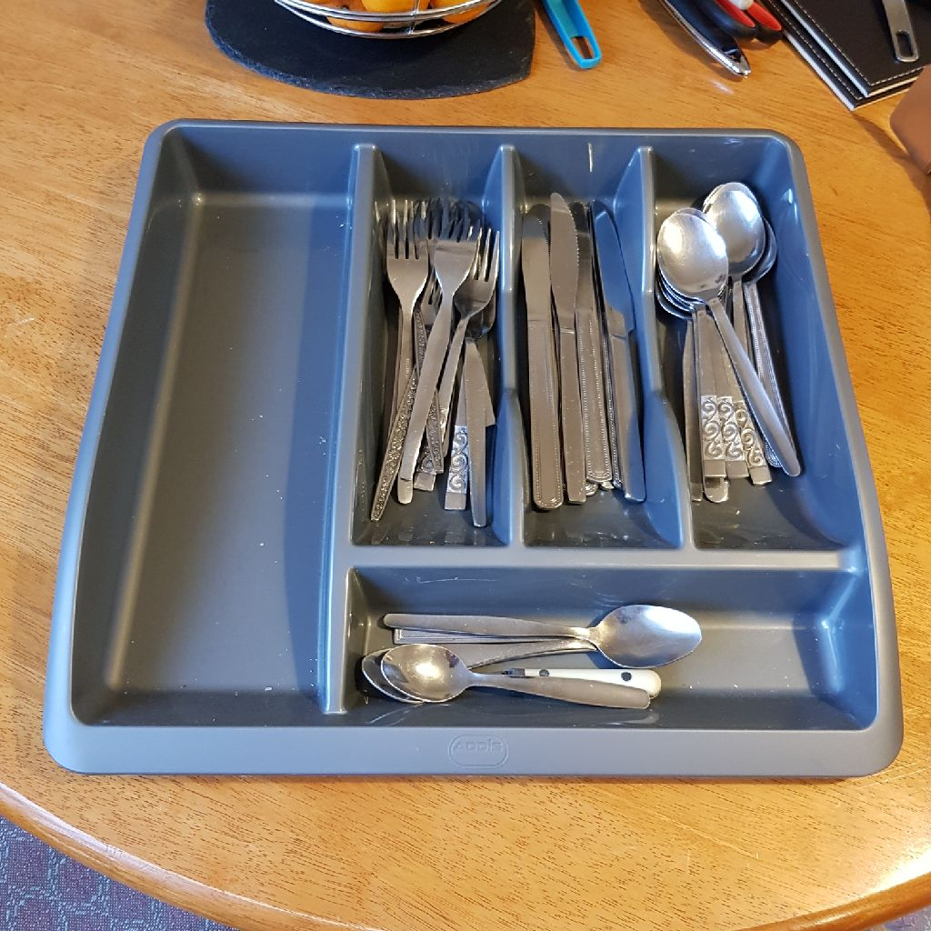 Cuttlery draw, cuttlery and various utensils