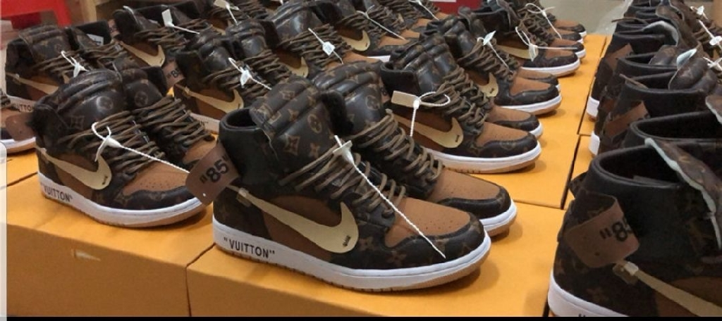 Jordan 1 with lv size 10