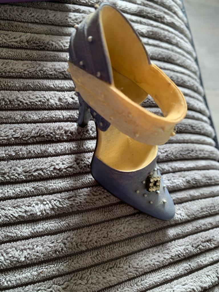 35 antique collectibles shoes