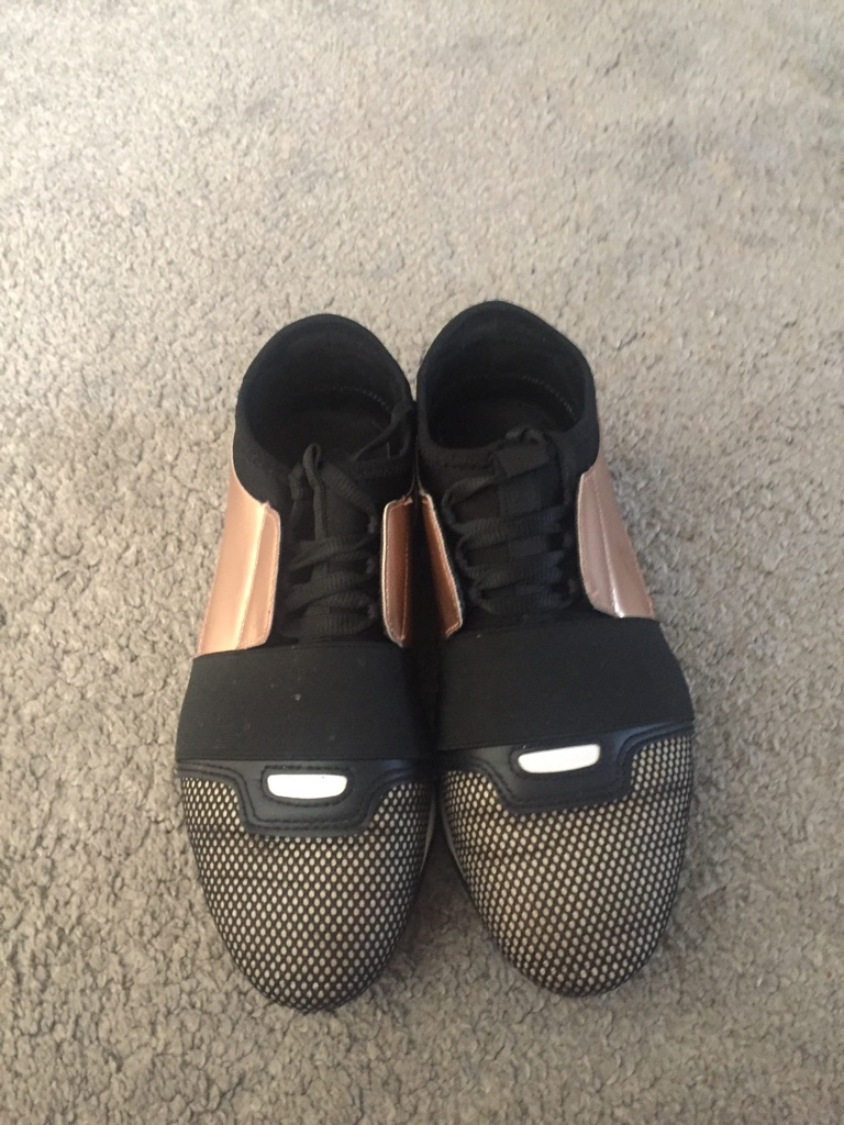 Trainers size 6