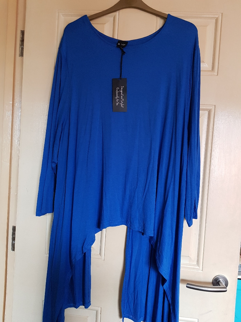 B you split back jumper with 3/4 length sleeves. Size 24-26. Bnwt. Womens plus size clothing