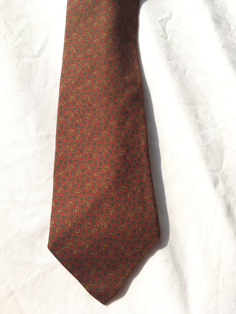 Pure silk tie with paisley design