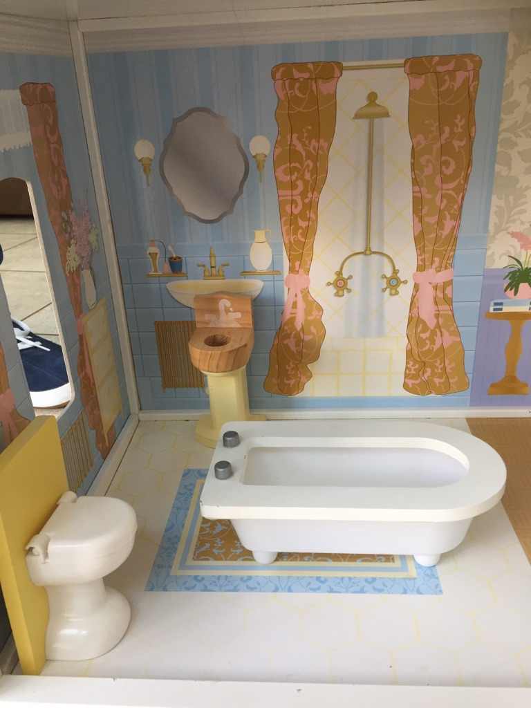 Kidkraft Savannah Dollhouse with furniture and family figures