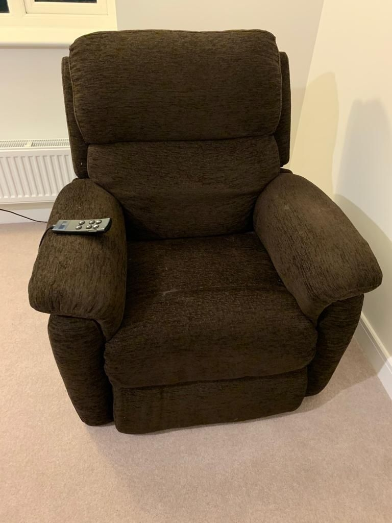 Electric riser chair