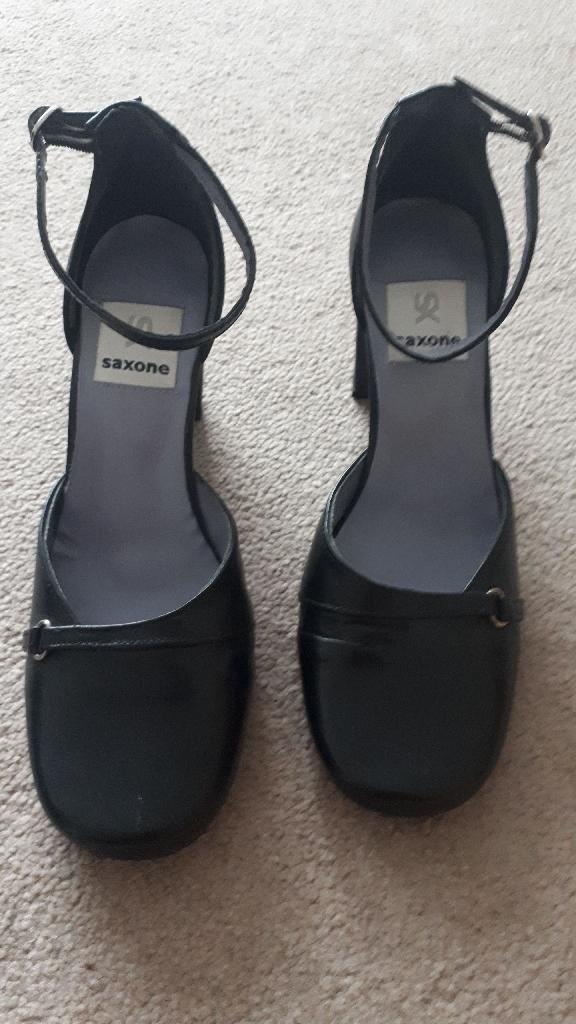 Black Shoes - Size 6
