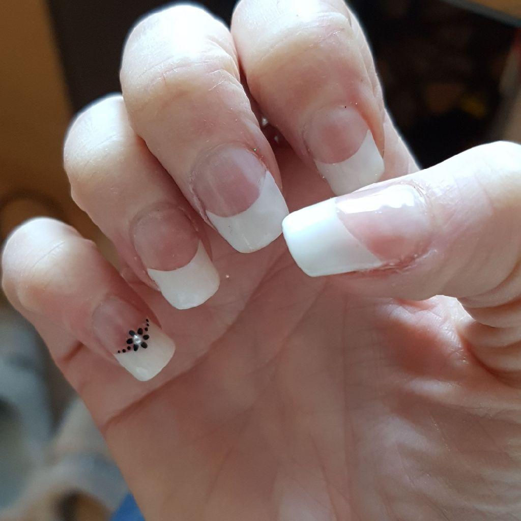 Full set of nails.