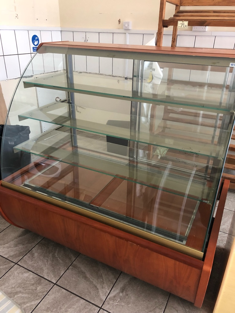 Serve Over Counter Cake Display Fridge 1.3M Curved Glass