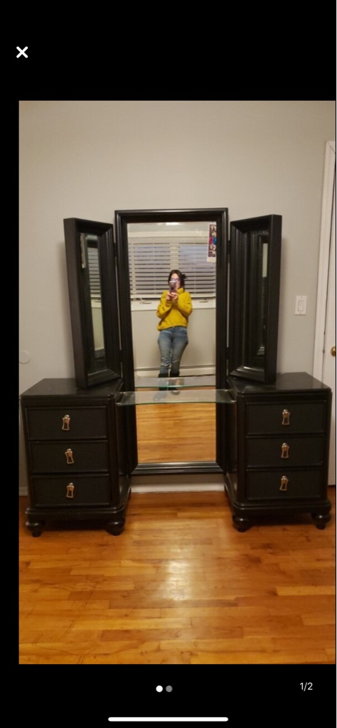 Mirror with vanity and drawers Jewelry holder