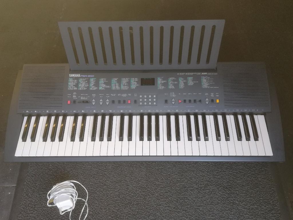 Yamaha PSR200 keyboard
