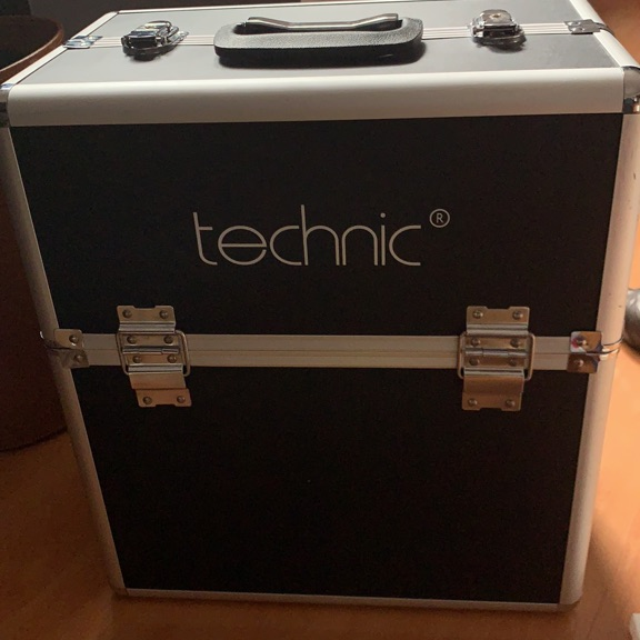 Technic make up cosmetic trunk