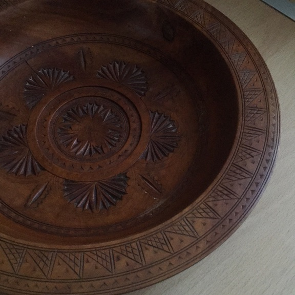 Wood fruit bowl