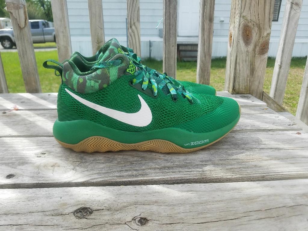 Men's Nike shoes (size 11 half)