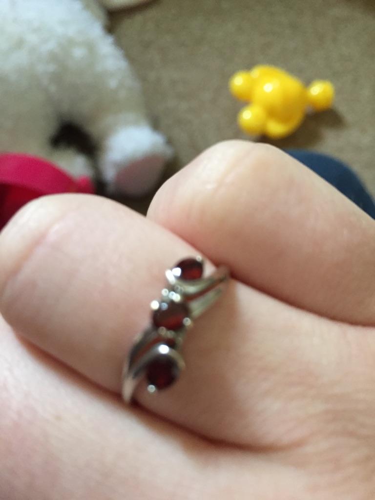 Garnet and diamond 9ct gold ladies ring