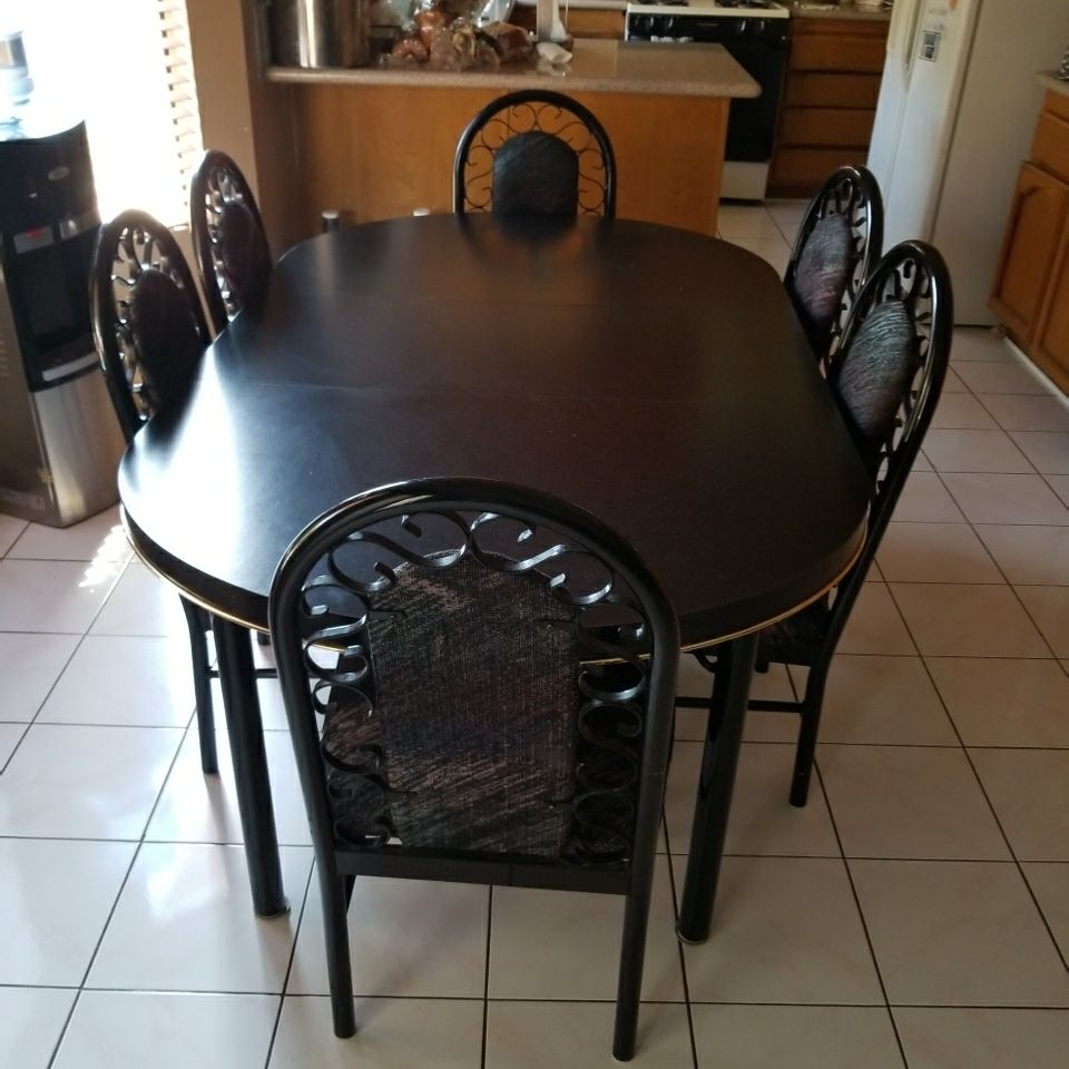 6 PEACE DINING ROOM TABLE METAL CHAIRS  WOODEN TABLE $300.00