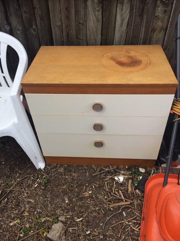Set of chest of drawers