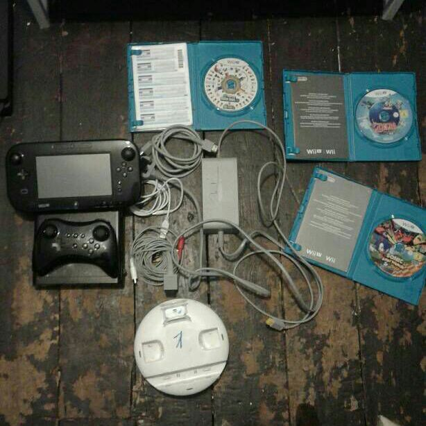 Wii U 32 GB, Pro Controller And 3 Games