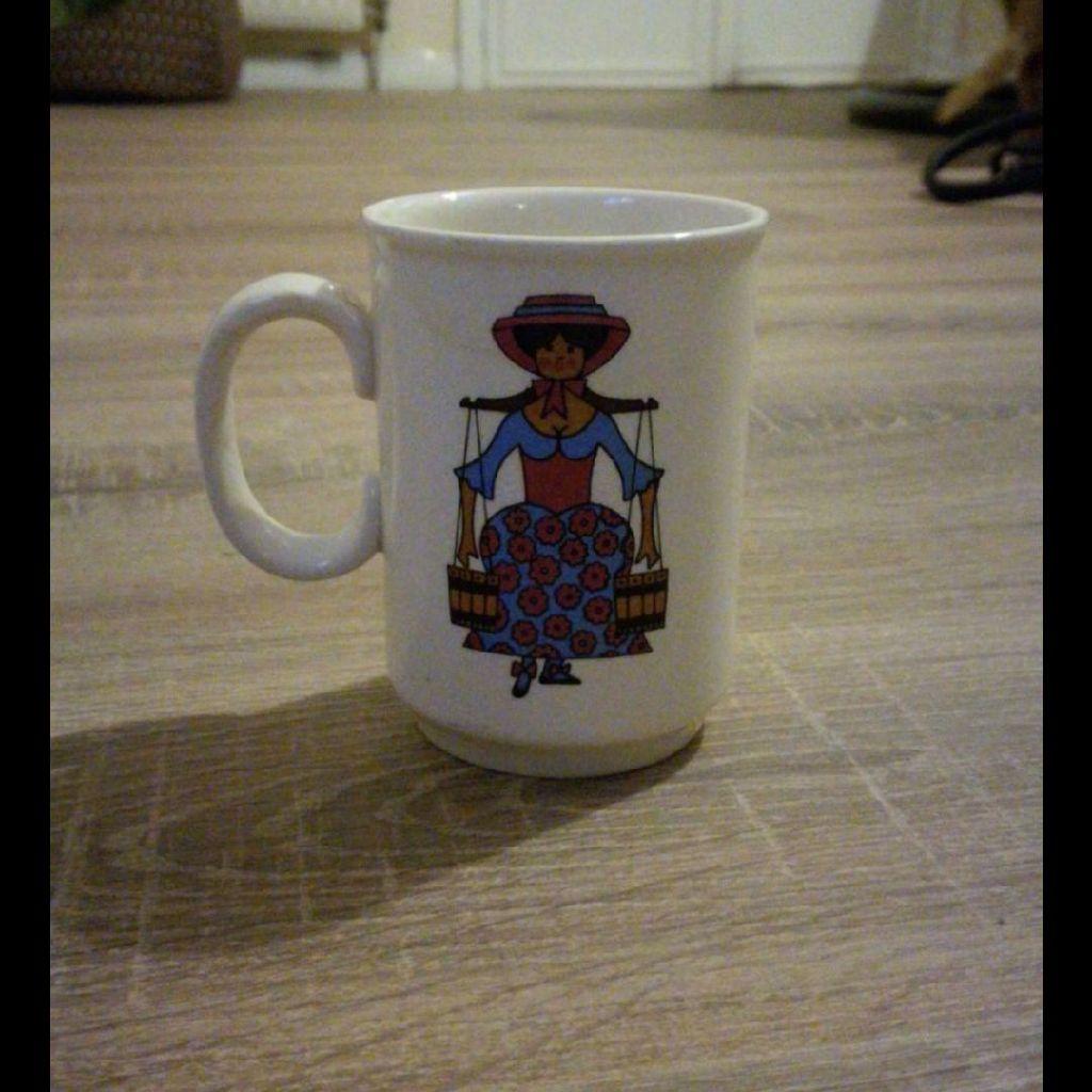 Crown ducal mik maid mug
