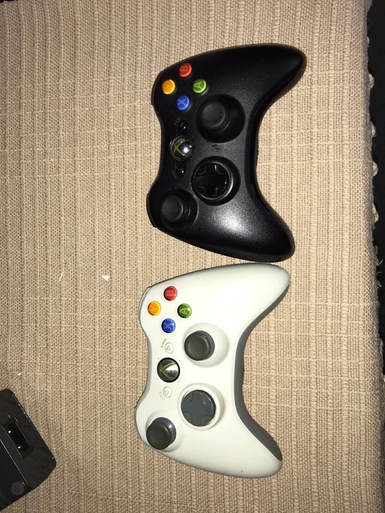 Xbox 360 120gb + wireless remotes