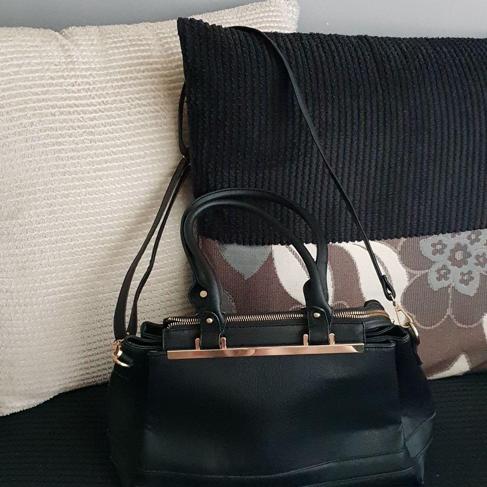 Women's black hand bag