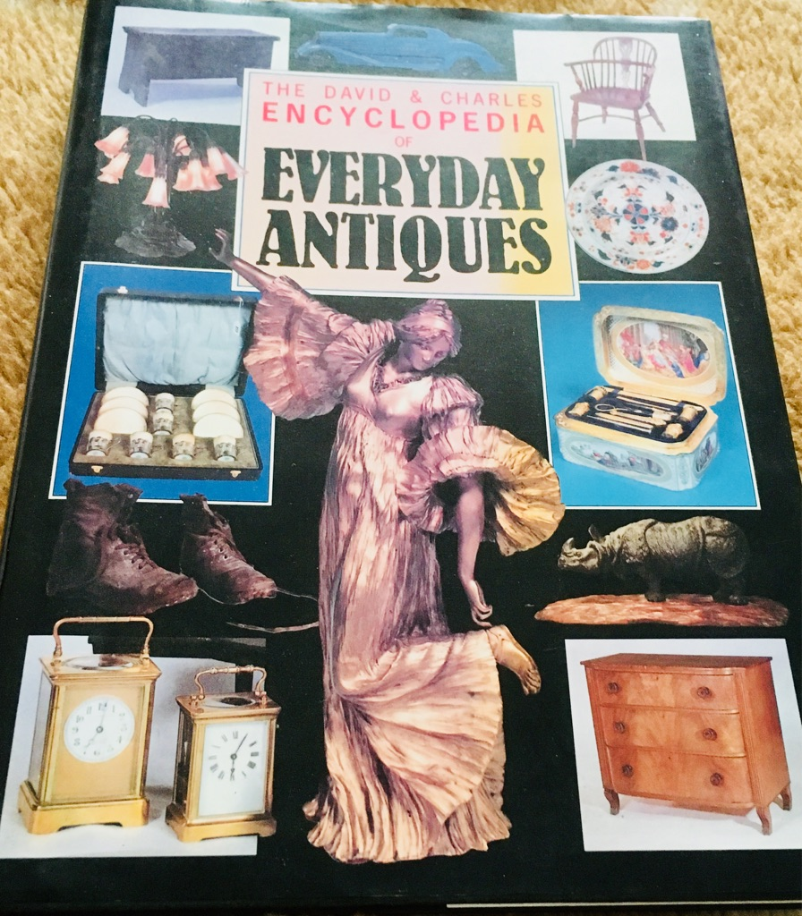 BOOK / ENCYCLOPAEDIA - ANTIQUES EVERYDAY REFERENCE