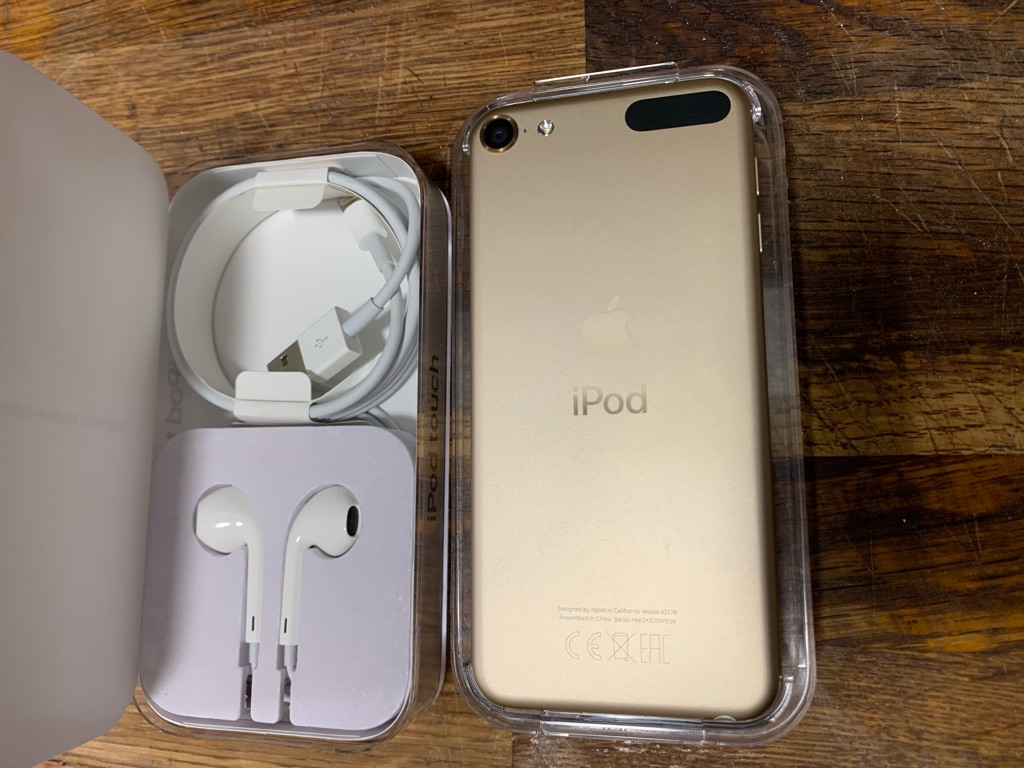 APPLE IPOD TOUCH 32GB 7TH Gen Gold - Like New