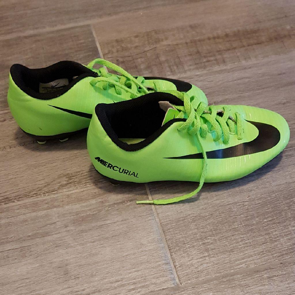 Nike football shoes uk3