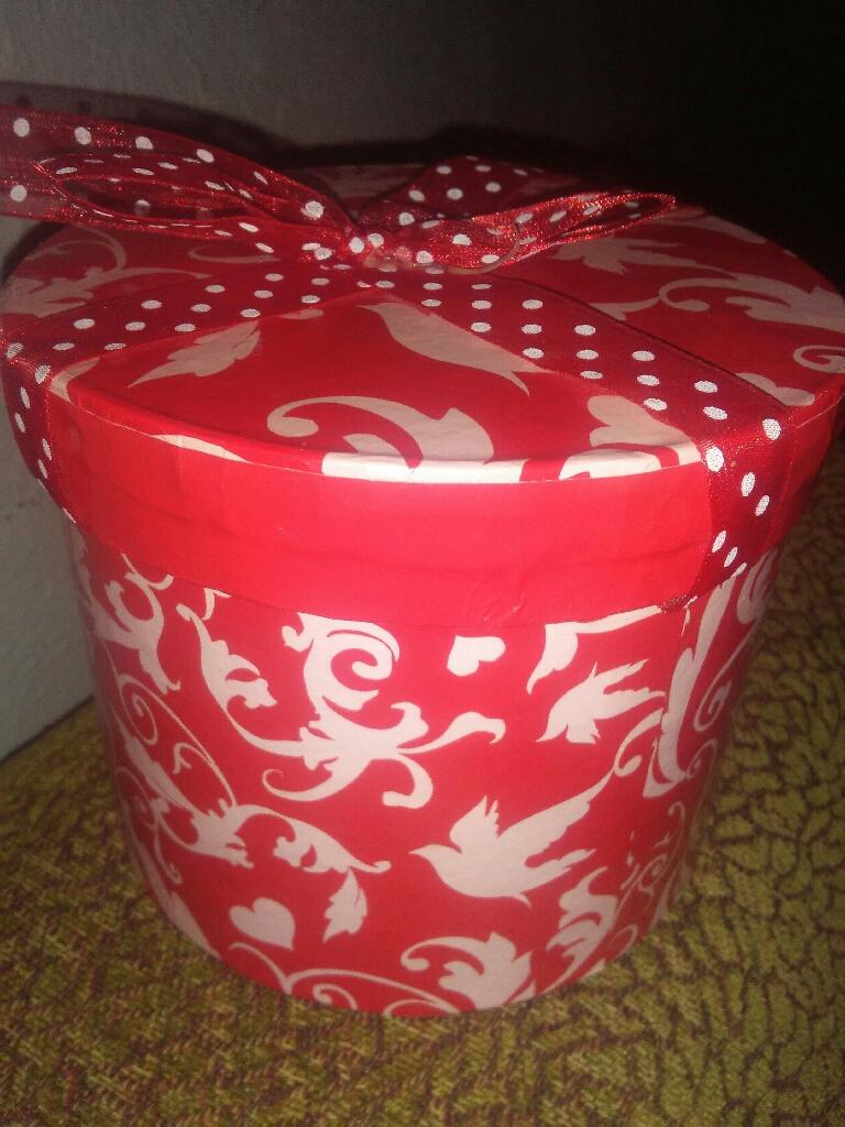 Valentine Round gift box
