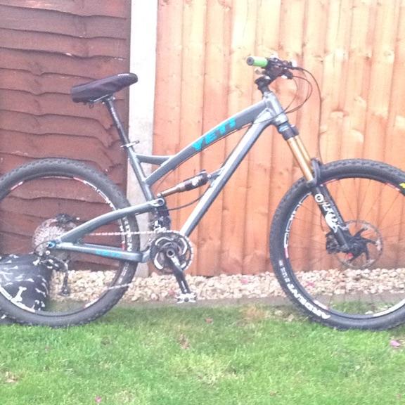 Yeti down hill pedal bike