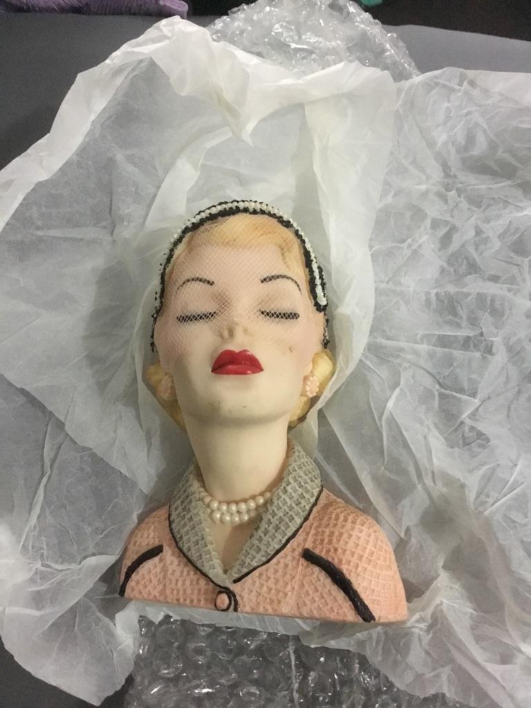 Lady vause candle holder