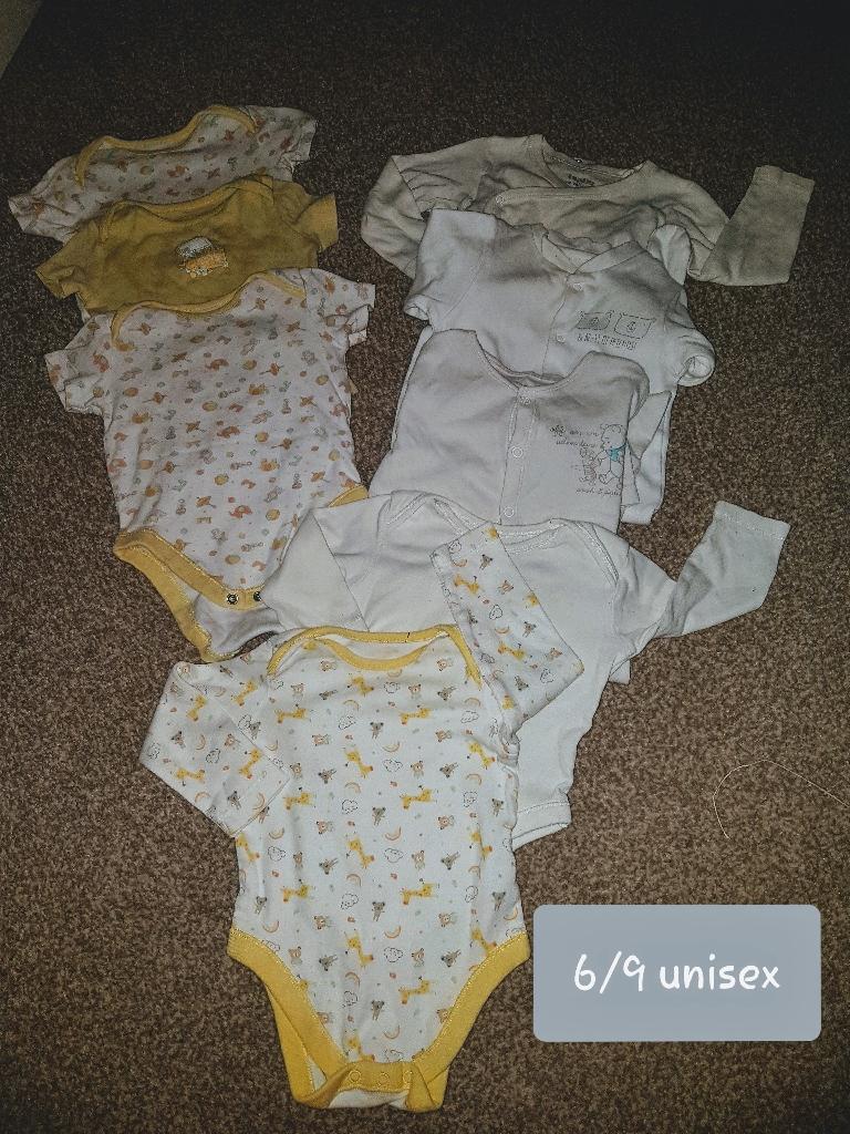Unisex bundle of vests & sleepsuits
