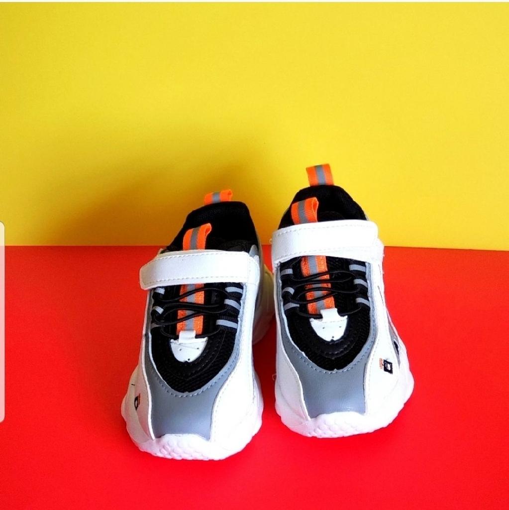 Kids sneakers,  size. 1.5y ,  , 2,y  2.5 , y
