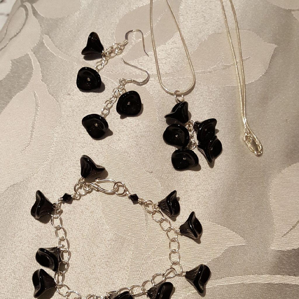 Silver Plated necklace earings and bracelet set.