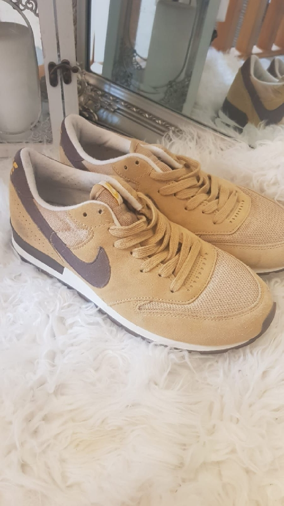 Nike size 6.5 mustard brown trainer