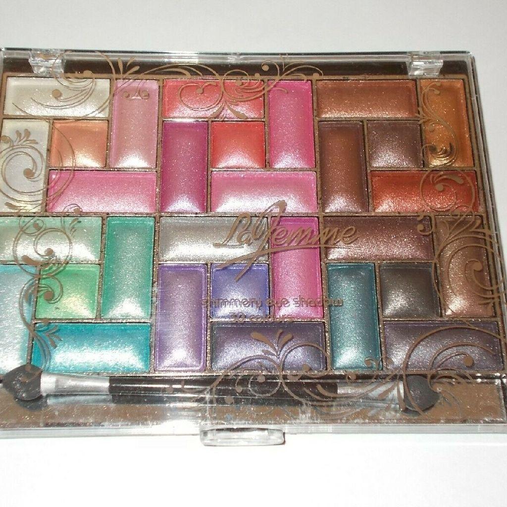 La Femme 30 colour eyeshadow palette