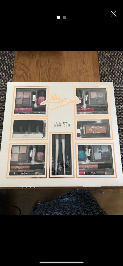 NEW Kelly Brook Mega Cosmetic Set