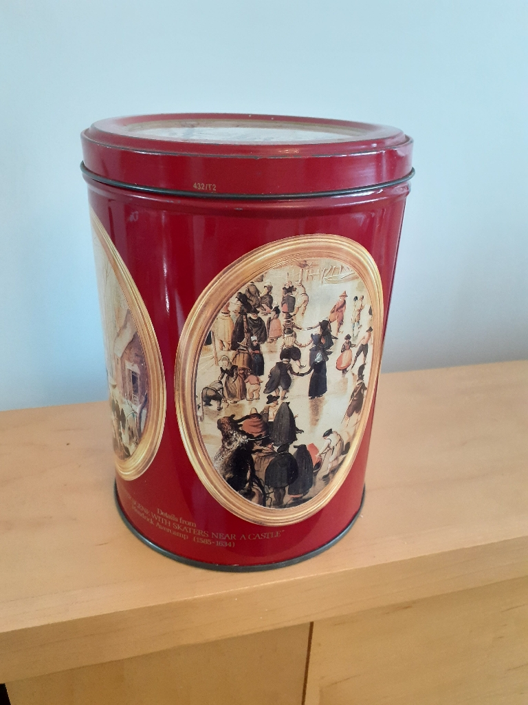 Vintage Mackintosh tin