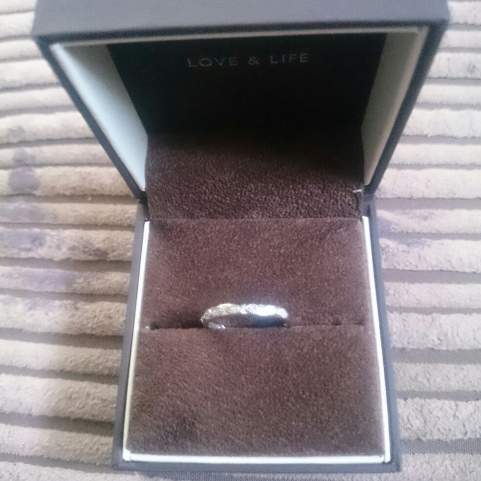 Size N 9 carat white gold diamond ring, pre owned