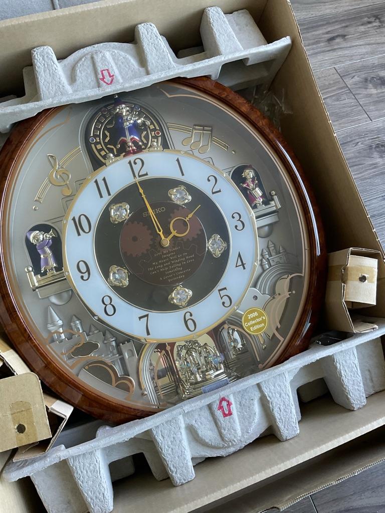 Seiko 2006 Collectors Edition Christmas Swarovski Crystal Components Musical Wall Clock