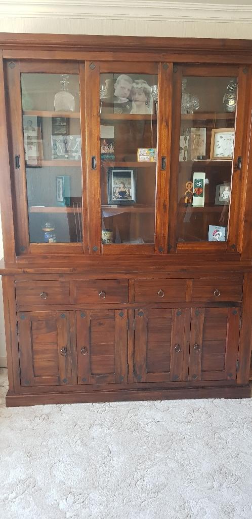 Dresser / display cabinet