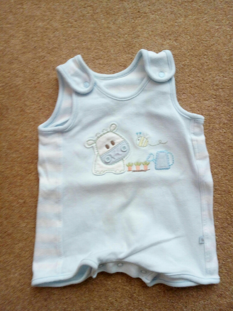 Beautiful baby clothes 0-3 months