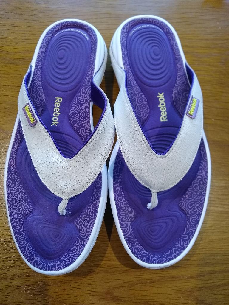 Reebok easytone flipflops size 6 1/2